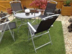 Garden table + 4 recliningchairs