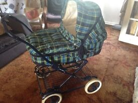 Mama's and papa's pram with detachable carry cot and attaché able buggy piece.