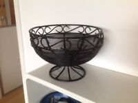 Black metal fruit bowl - excellent condition, like new.