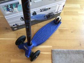 Blue micro maxi scooter