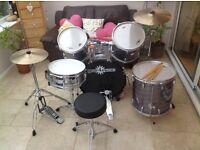 Full acoustic drum set. Excellent condition