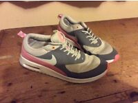 Girls / Ladies Nike Trainers Size 7 Running Shoes