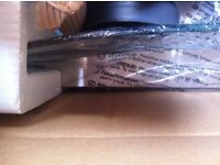 BRAND NEW IN BOX: CURVED PLATE GLASS & STAINLESS STEEL EXTRACTOR HOOD. FOR STANDARD SIZE HOB.