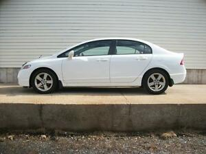 2010 Honda Civic 4DR AUTO WITH SUNROOF