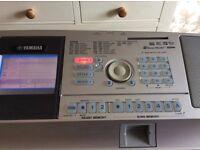 Yamaha DGX305 Portable Grand