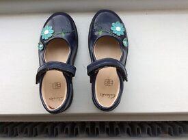Clarkes shoes girls size 7 1/2 E