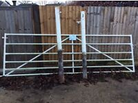 Field gate and posts