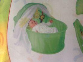 Foldaway baby travel cot