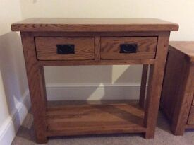 Solid Oak Side/Console table. Excellent condition