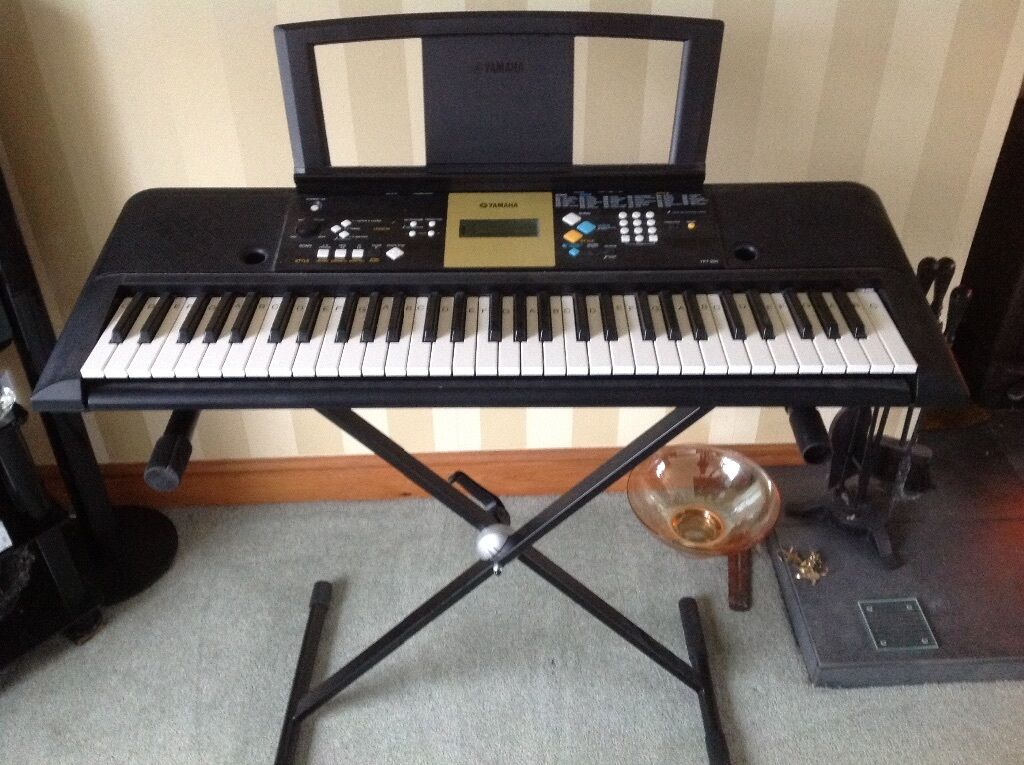 Yamaha Ypt 220 Electric Keyboard With Adjustable Stand