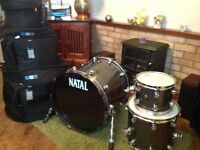 Natal Original Birch drums in grey sparkle finish including cases.