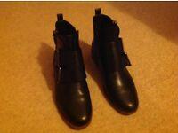 Black Clarks boots 5 1/2