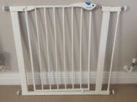 Lindam Sure Shut Axis Pressure Fit Safety Gate - 76 - 82 cm (white)