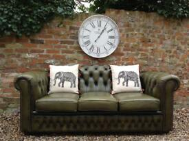 Olive green chesterfield sofa. VGC. Can deliver
