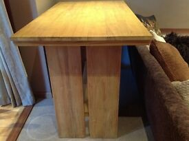 Dining table/breakfast table