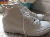 Bran new white converse boots