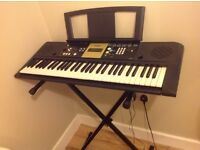Yamaha YPT 220 keyboard+ foldable stand
