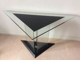 Modern triangle table