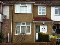 Large Double with Fitted wardrobes | Professional tenants | 5 Min walk to West Drayton
