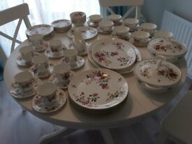 ROYAL ALBERT - CHINA GARDEN - NEW ROMANCE DINNER SERVICE