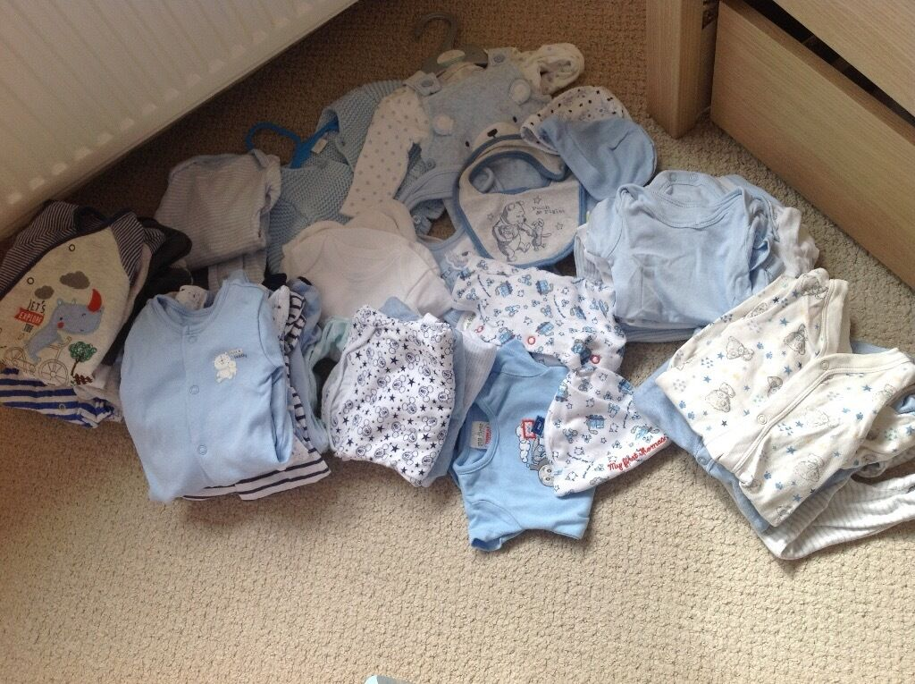 Baby boy clothes bundle, size newborn and up to one monthin Mauchline, East AyrshireGumtree - A selection of baby boys clothes in sizes newborn, first size and up to one month. All clothes hardly worn and in very good condition. Bundle includes My first Thomas set (vest, sleep suit and hat) up to 1 month 2 hats 3 bibs 3 Micky mouse long...