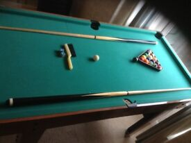 Children's pool table.. Good condition. Complete.