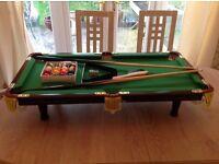Mini table top pool table