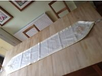 Table runner - ivory and gold