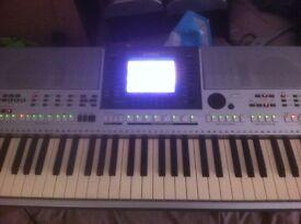 Yamaha PSR-S700 midi keyboard