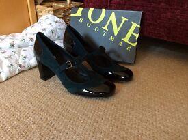 Jones Size 8 womens shoes - Brand new (never been worn)
