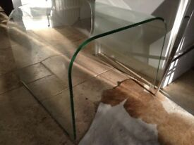Designer curved glass coffee/side table cost £150 sell for £30 tel 07966921804
