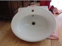 Single hole wash hand basin