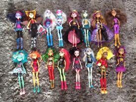 16 Monster High Dolls