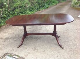 Pretty extendable dark wood dining table with 4 chairs