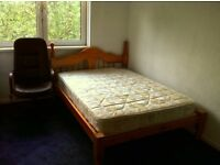 NICE DOBLE ROOM IN VERY NICE AREA!!! AVAILABLE NOW!! mins to New Cross Gate station!!!
