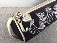 Juicy Couture Make-up Bag black and cream wiith handle £45 - not used (L 20cm x D 7.5cm)