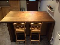 Freestanding kitchen unit with storage and breakfast bar