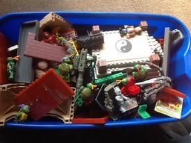 Various Lego bits and other building blocks approx 3Kgs