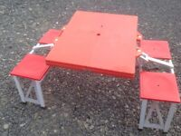 Camping table / picnic table