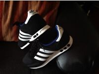 Addidas Trainers Cushion Sole,,in Size 7..New Condition