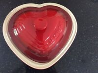 Le Creuset heart shaped casserole dish 2.4l - never used