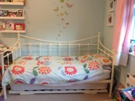 Lovely daybed with Trundle