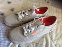 Off the wall Ladies Vans size 4.5