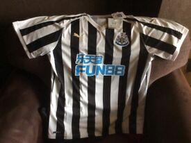 Newcastle United BNWT 2018/19 Home Football Top XL