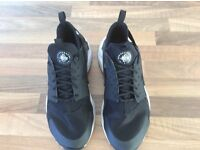 Nike Air Huarache black trainers size 5 1/2