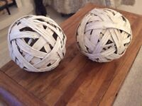 2 LARGE ORNAMENTS ENTWINED WOOD BALLS 9 1/2 INCHES ; DIAM.