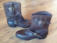 Brand new never worn size 5 Ugg ankle boots