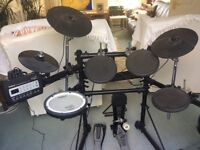 Roland TD-3 8 piece electronic drum kit I full working order and in good aesthetic condition.