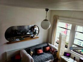 2 bedroom flat in Prideaux Road, London, SW9 (2 bed) (#1238400)