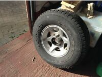 Khumo venture 4x4 tyre and alloy rim, 255 / 75 / R15 110s. Lots tread.